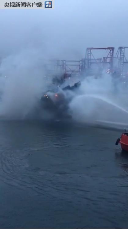 广西一渔船起火沉没阻航道 北海至涠洲岛停航(图)