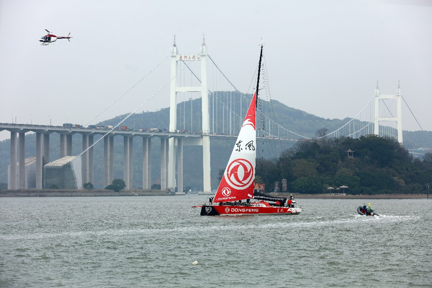 """环球帆船赛:""""中国之队""""抵达广州母港"""