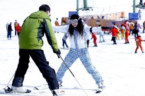 中国欲打造滑雪国度:800个滑雪地 吸引3亿人参与