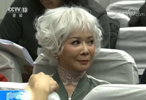 """央视狗年春晚蔡明还会""""毒舌""""吗?潘长江这么说"""