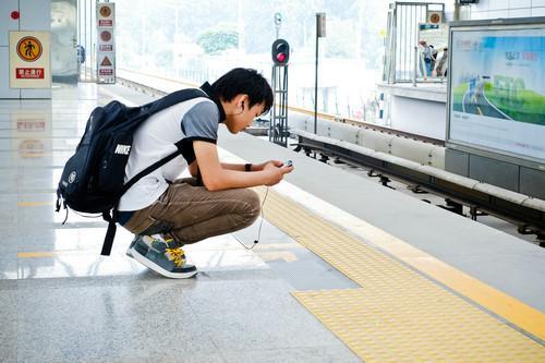 """德媒:中国""""佛系""""青年喜欢独来独往催生孤独经济"""