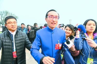 巩汉林委员:演员参与综艺节目 应该摸着自己良心