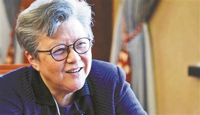 """范徐丽泰:""""深圳的GDP超过香港""""对香港是激励"""