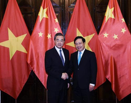 王毅与越南副总理兼外长范平明举行会谈