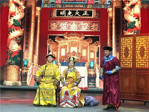 """秦川编剧导演的小品《戏里戏外》,在中央电视台综艺频道""""我爱满堂彩""""播出。"""