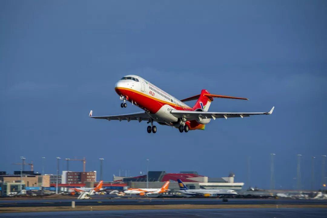 """幸运飞艇开奖官方网站:中国自主研制客机ARJ21""""追风""""冰岛_完成大侧风试验"""