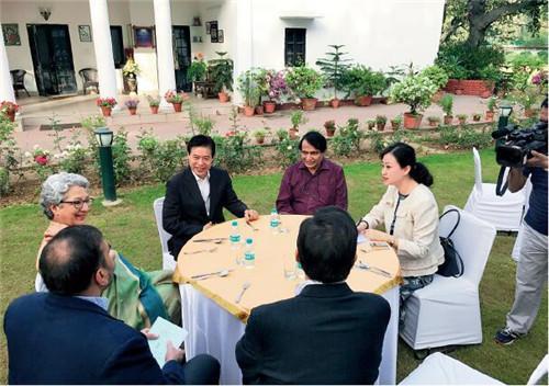 28 3月27日,中国商务部部长钟山受印度商工部部长普拉布邀请出席早餐会。