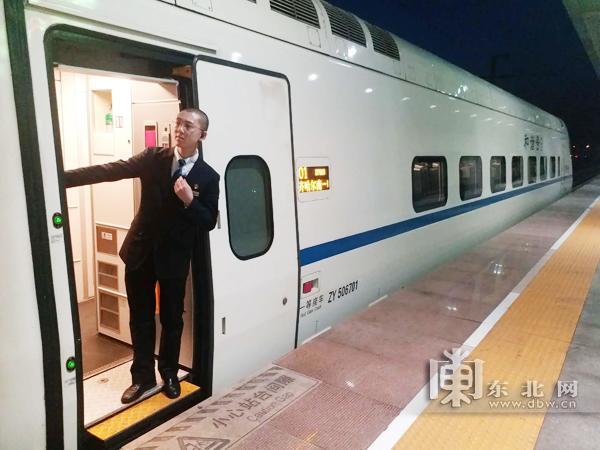 哈齐高铁乘务员:日走两万步 擦厕所70次三国志保卫洛阳
