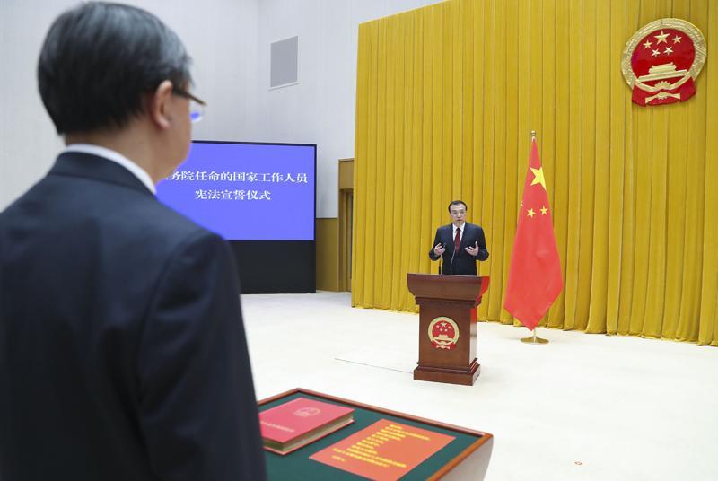 新一届国务院举行宪法宣誓仪式 李克强总理监誓吉米鸡毛秀