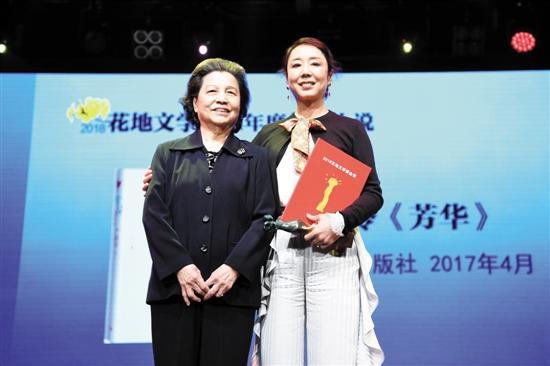 严歌苓:电影须有所取舍 对人性批判只有文字能完成冲天炉技术手册