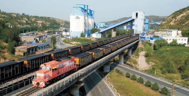 神朔铁路万吨运煤列车