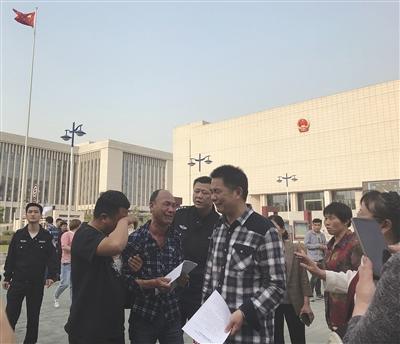 """安徽""""五周杀人案""""背后的五个家庭:一切都改变了我在新郑当守陵人"""