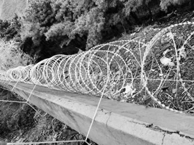 北京香山公园治黑车黑导 石墙加装铁丝滚网防翻越射雕之完颜康