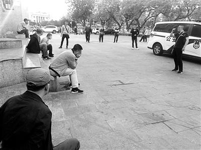 北京一盗窃团伙剧场外专偷游客 5人被刑拘天不藏奸大结局