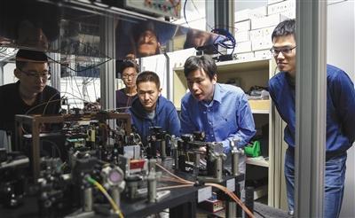 清华首次实现25个量子接口之间量子纠缠 刷新纪录栾海燕大闹白云机场