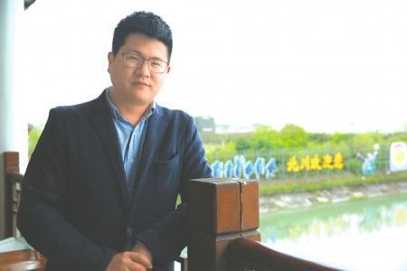 王佳明大学毕业后回到绵阳工作。