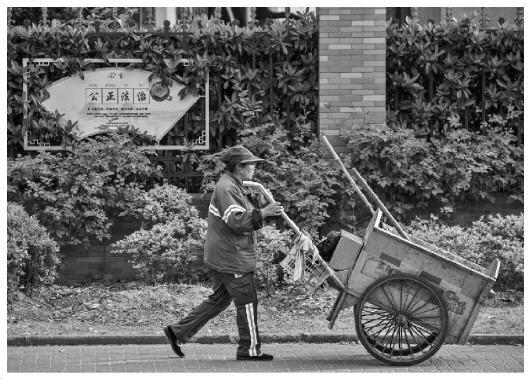 工资待遇各异社保标准不同 上海部分地区环卫工人从业现状调查