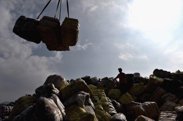 """中国洋垃圾禁令实施已逾4月 各国仍忙着""""另谋出路""""冲上云霄百度影音"""