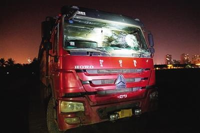 海口多名男子冲进工地阻挠施工砸车打人 2人受伤神武智慧风暴