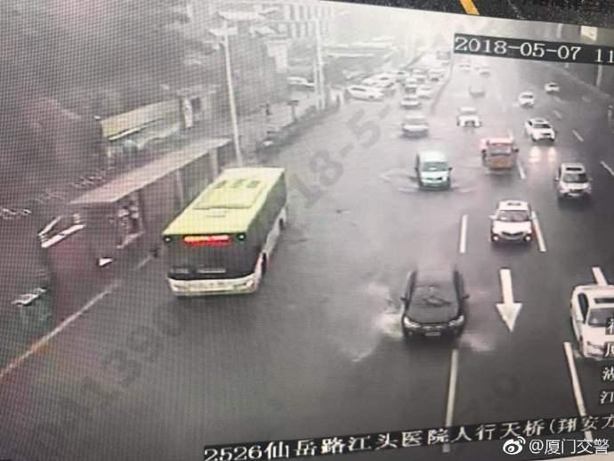 厦门市气象台变更发布暴雨橙色预警 多路段积水妖魔耳环