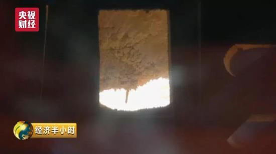 """中国造出""""超薄玻璃"""" 厚度堪比A4纸 轿车撞不碎"""