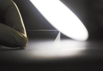 """光量子芯片:一枚k-1世界之最""""玻璃片""""为量子计算提速"""