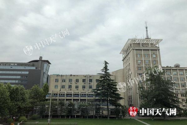 北京明天小雨再袭 周日气温下降最高温23℃(图)