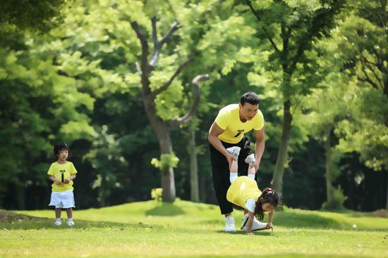 刘�u宏回复网友提问 鼓励家长与孩子多互动