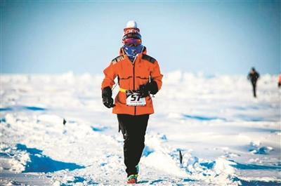 18歲中國女孩在-35℃北極點跑完人生首個馬拉松