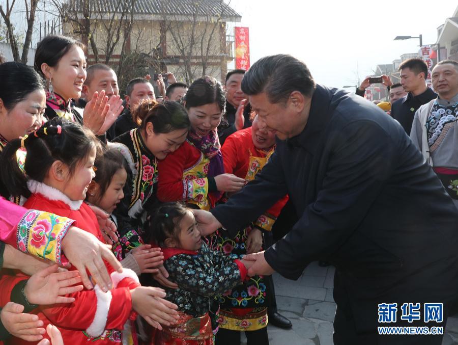 """保时捷彩票平台:""""习爷爷""""与孩子们"""