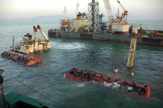 """海底淘""""难"""":打捞潜水员自称海洋清道夫 也曾遇危险神仙道境界点怎么获得"""