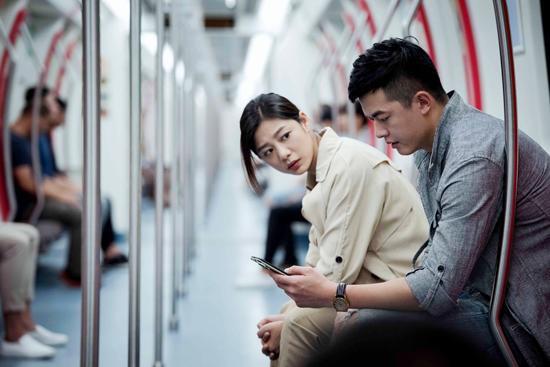 """王真儿新戏发布海报 营造""""心理幻境""""概念战斗装甲钢羽"""