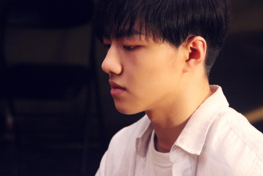 钱正昊献唱首支电影主题曲 诠释真挚少年情感