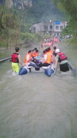 交通中断 南宁155名中考生被困