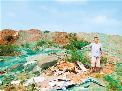 西安一砖厂复垦后变成垃圾场 违法倾倒垃圾无人清理