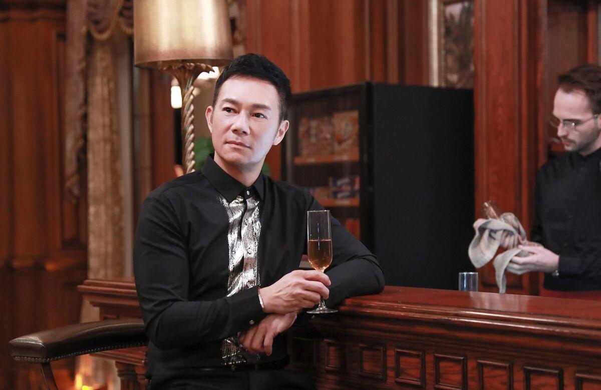 张兆辉新剧守护梅婷 诠释贴心绅士形象