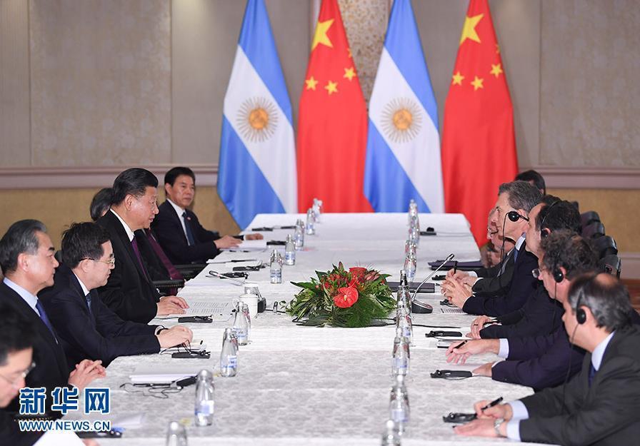 7月26日,国家主席习近平在南非约翰内斯堡会见阿根廷总统马克里。 新华社记者 燕雁 摄