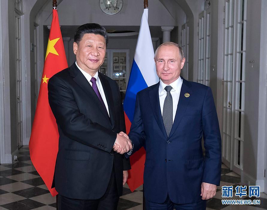 7月26日,国家主席习近平在南非约翰内斯堡同俄罗斯总统普京举行会晤并共进晚餐。 新华社记者 李涛 摄
