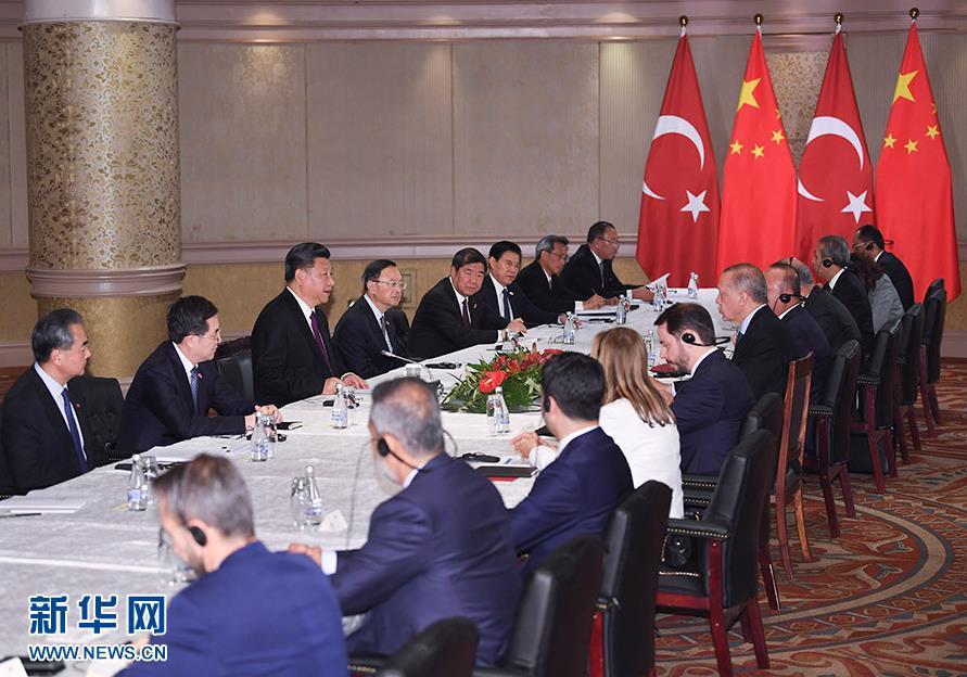 7月26日,国家主席习近平在南非约翰内斯堡会见土耳其总统埃尔多安。 新华社记者 燕雁 摄