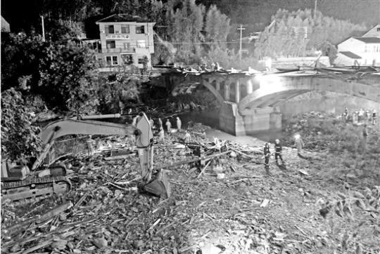 浙江桐庐出事廊桥两三年前才新建 遇难者为6女2男