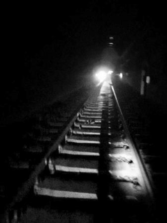铁路男人背景素材
