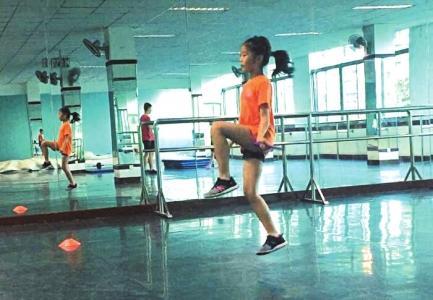 跳绳培训火了 老师:与其寄托兴趣班还不如督促孩子锻炼身体