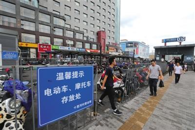 """朝阳303个地铁站口年内""""整容"""""""