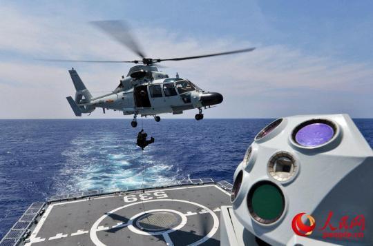 第三十批护航编队开展武力营救被劫商船演练