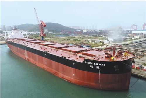重庆时时彩后一稳赚:全球最大矿砂船交付使用_甲板面积等于3个足球场
