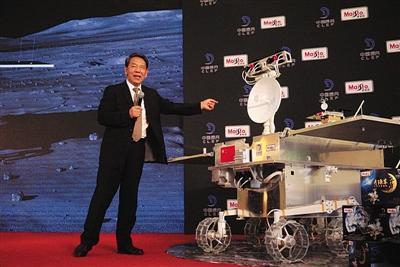 """""""嫦娥四号""""月球车首亮相 年底"""
