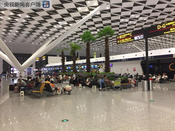 受台风暴雨影响 郑州新郑国际机场96个航班取消