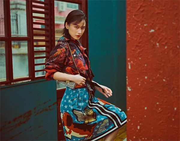 黄圣依拍摄初秋时尚大片 造型百变