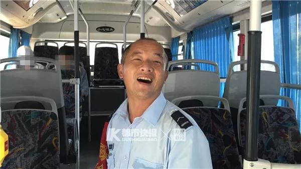 公交司机连做一串扣9分动作还背着姑娘飞奔 发生了什么?易赛怎么样