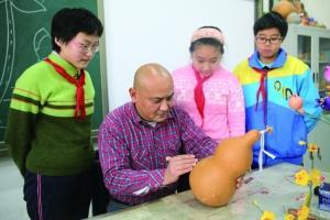 王青:葫芦艺术走进小学课堂